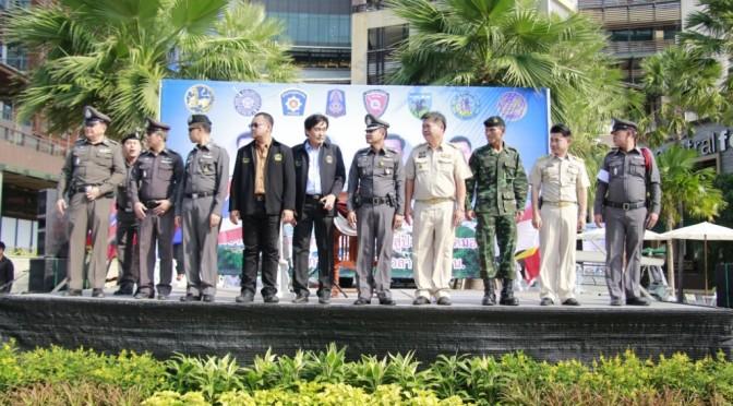 ผู้การฯ ชลบุรี ปล่อยแถว จัดระเบียบการจราจรคืนผิวถนนให้แก่ประชาชน เน้นนโยบาย 5 จริง 5 จอม