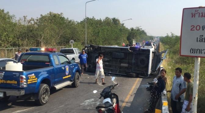 รถตู้นักท่องเที่ยวรัสเซียชนปาเจโร่นักท่องเที่ยวเจ็บหลายราย
