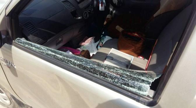 สาวขายประกัน ถูกมือดีทุบกระจกก่อนฉกทรัพย์สิน ขณะจอดกินก๋วยเตี๋ยว