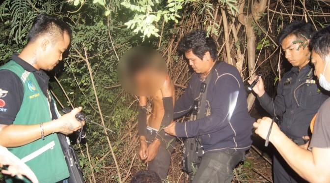 ตำรวจ-ชาวบ้าน ล้อมป่าจับเยาวชนวัย 17 ปี ฉกลำโพงร้านอาหาร