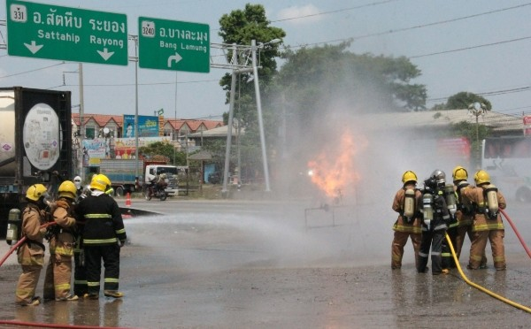 รองผู้ว่าชลฯ ร่วมสังเกตการณ์ซ้อมแผนกรณีอุบัติเหตุจากการขนส่งสารเคมี และวัตถุอันตราย