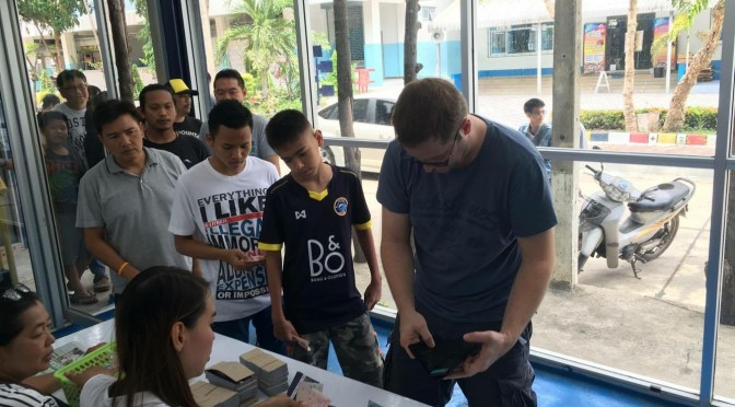 บรรยากาศจำหน่ายบัตร พัทยาฯ พบ เมืองทองฯ ศึกไทยลีก 2016 คึกคัก