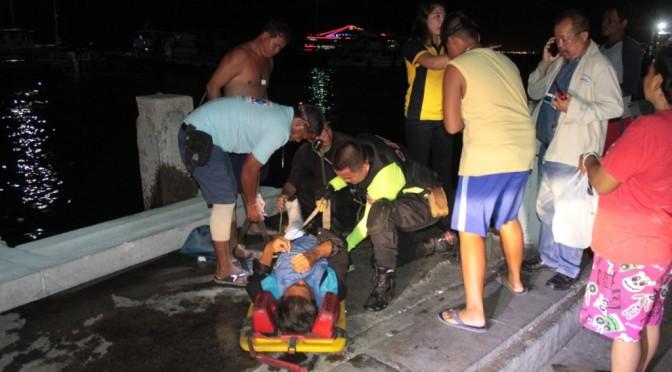 คลื่นซัดเรือกระแทกราวสะพานปูนล้มทับการ์ดเรือข้ามฝากขาหักเจ็บสาหัส