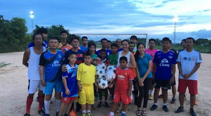 YWCA กรุงเทพฯ-ศูนย์พัทยา มอบฟุตบอลให้เด็กและเยาวชน สนามรังแตน สเตเดี้ยม ซ.เขาตาโล