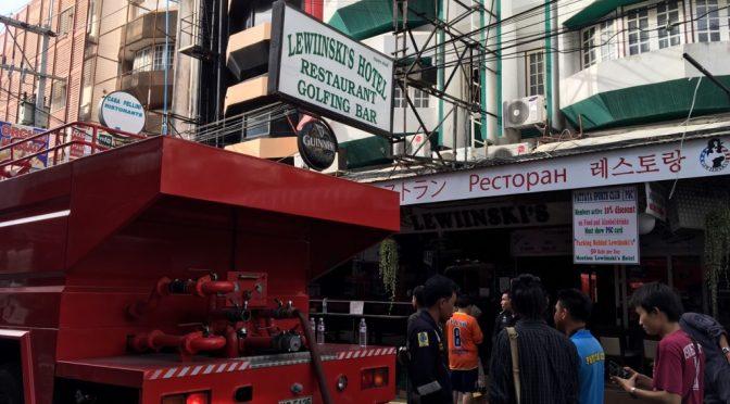 นักท่องเที่ยวแตกตื่น เพลิงไหม้ไฟไหม้ร้านอาหารอินเดียกลางเมืองพัทยา โชคดีไร้ผู้บาดเจ็บ