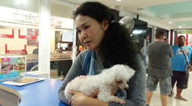 เจ้าของร้านชาบูชื่อดัง อุ้มสุนัขแสนรักถูกต่างชาติทำร้ายเข้าแจ้งความตำรวจพัทยา