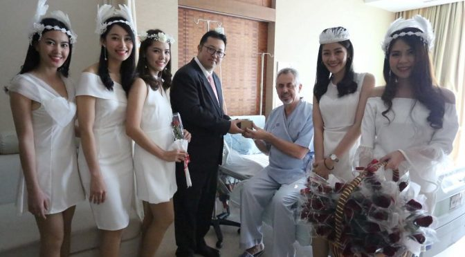 รพ.กรุงเทพพัทยา มอบขนมเค้กเมนูพิเศษให้ผู้ป่วย รับวันวาเลนไทน์