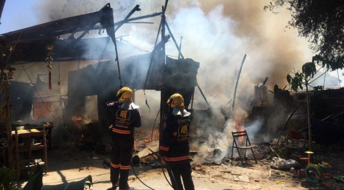 ไฟไหม้บ้านพักวอดกว่า 5 หลัง โชคดีไร้คนเจ็บ หน่วยงานรัฐเข้าช่วยเยียวยา